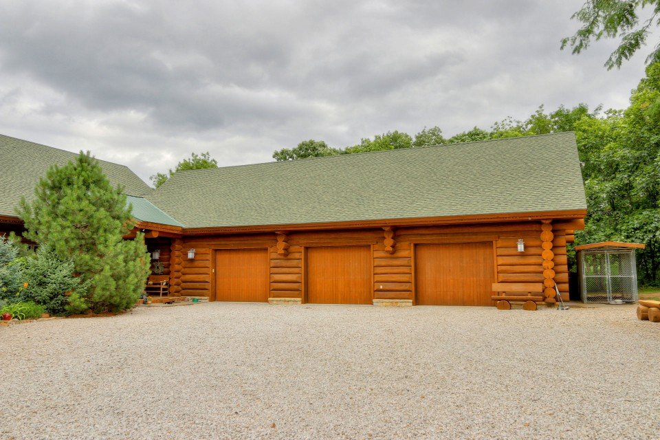 Log Home With Garage