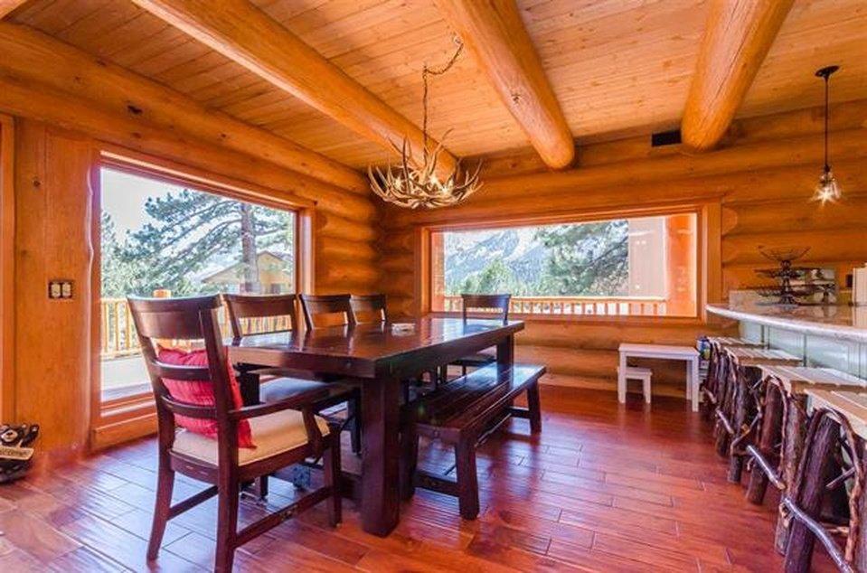 log-home-dining