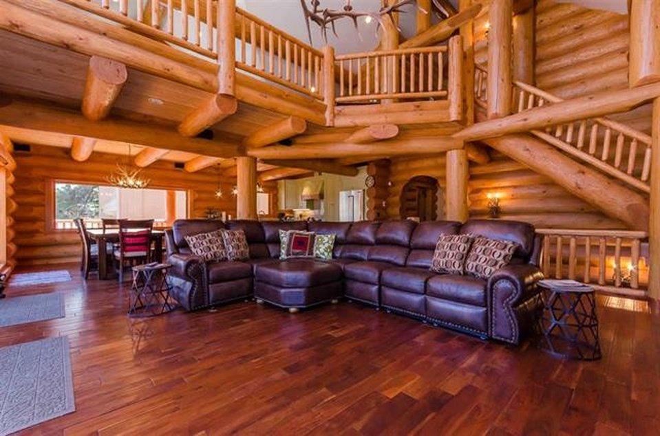 log-home-interior
