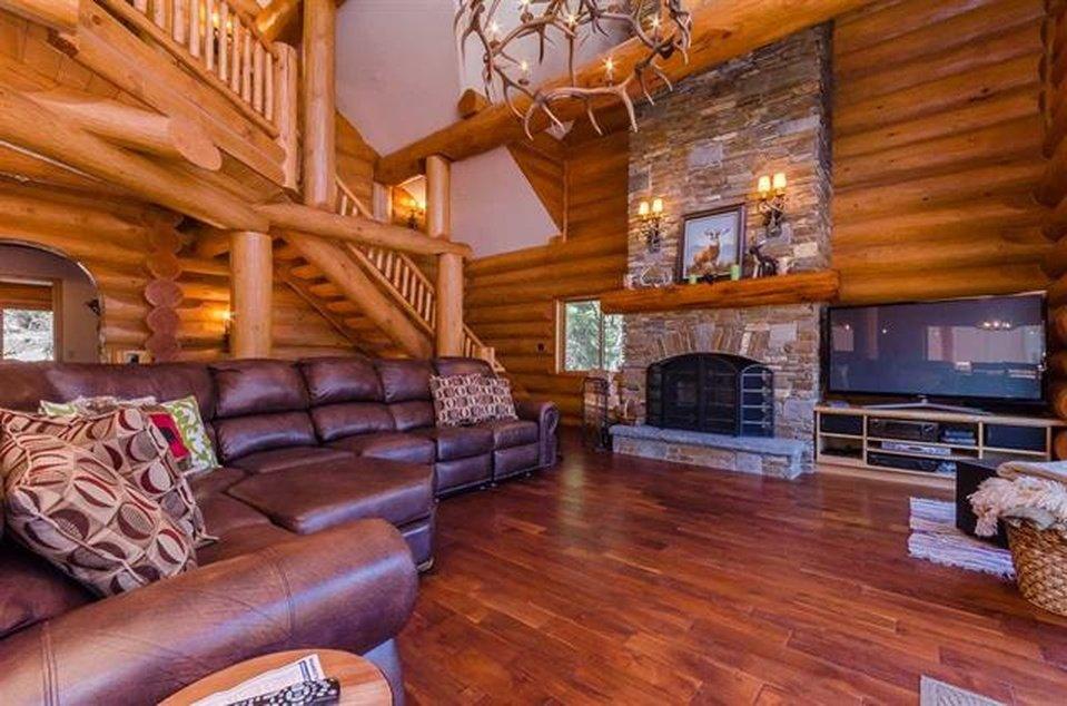 log-home-living-area