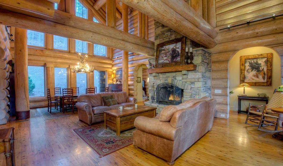 Log House Living